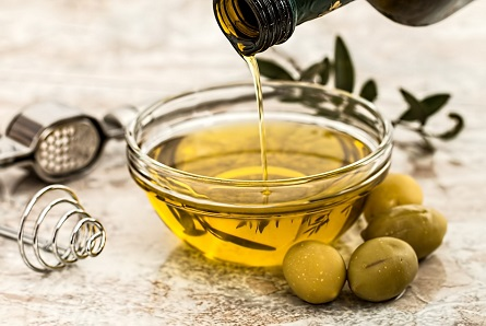 How to thicken hair using olive oil