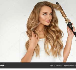 How to Curl Hair With a Straightener for Beginners