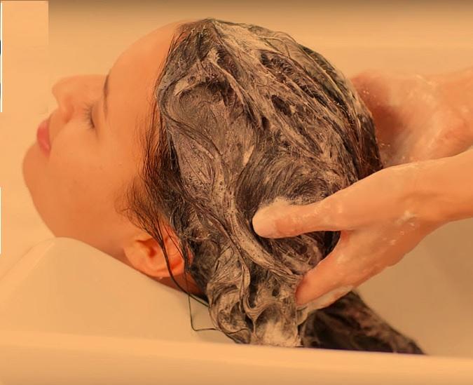 Apply shampoo