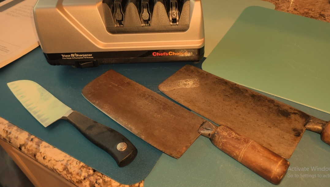 Sharpening with an electric sharpener